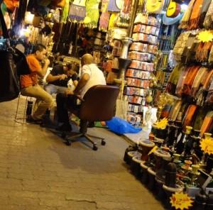 Сувенири и вечеря на тротоара - Аман